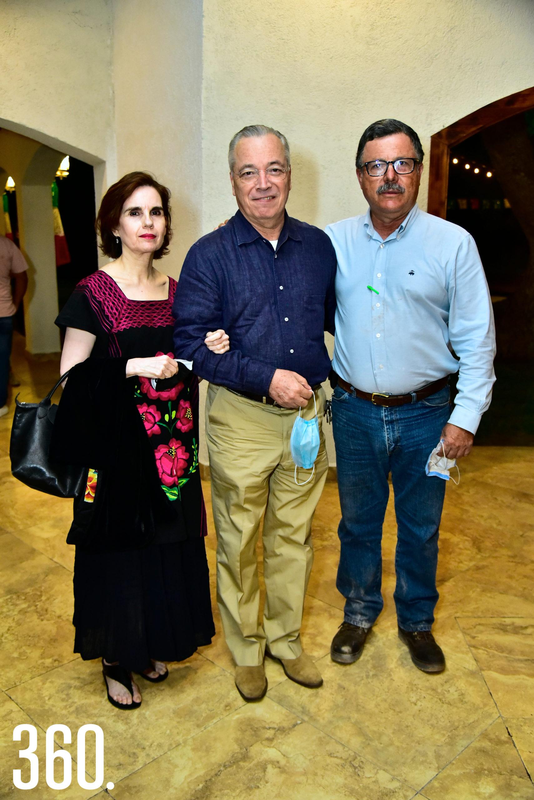 Alicia González, Gerardo González y Heberto Guajardo.