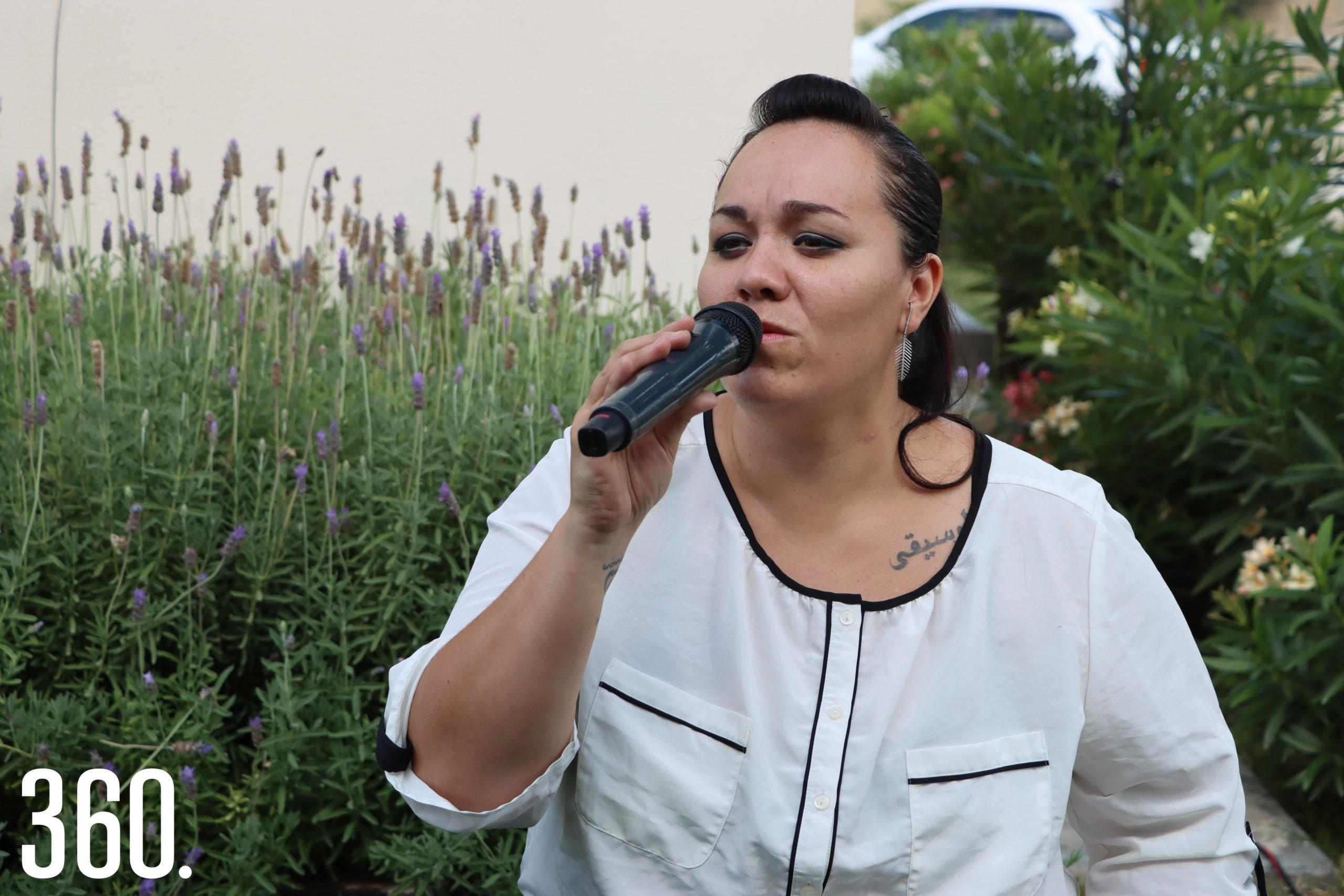 Nidia Chapa amenizo a reunión con lo mejor de su repertorio.