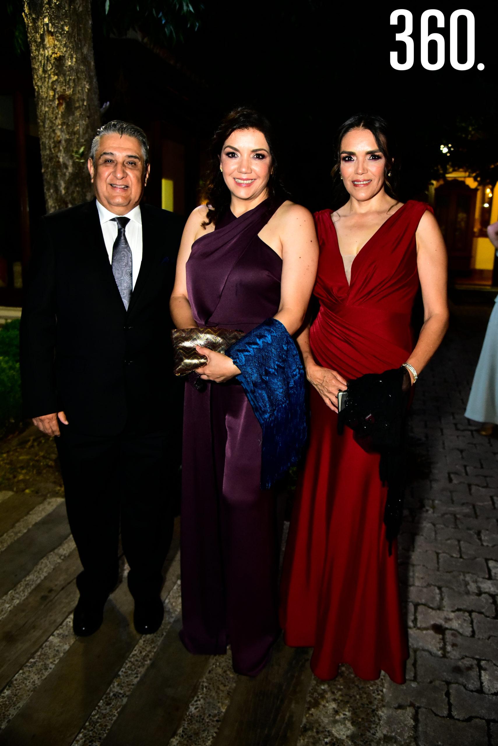 Jesús Canales, Cori Berrueto y Alejandra Berrueto.
