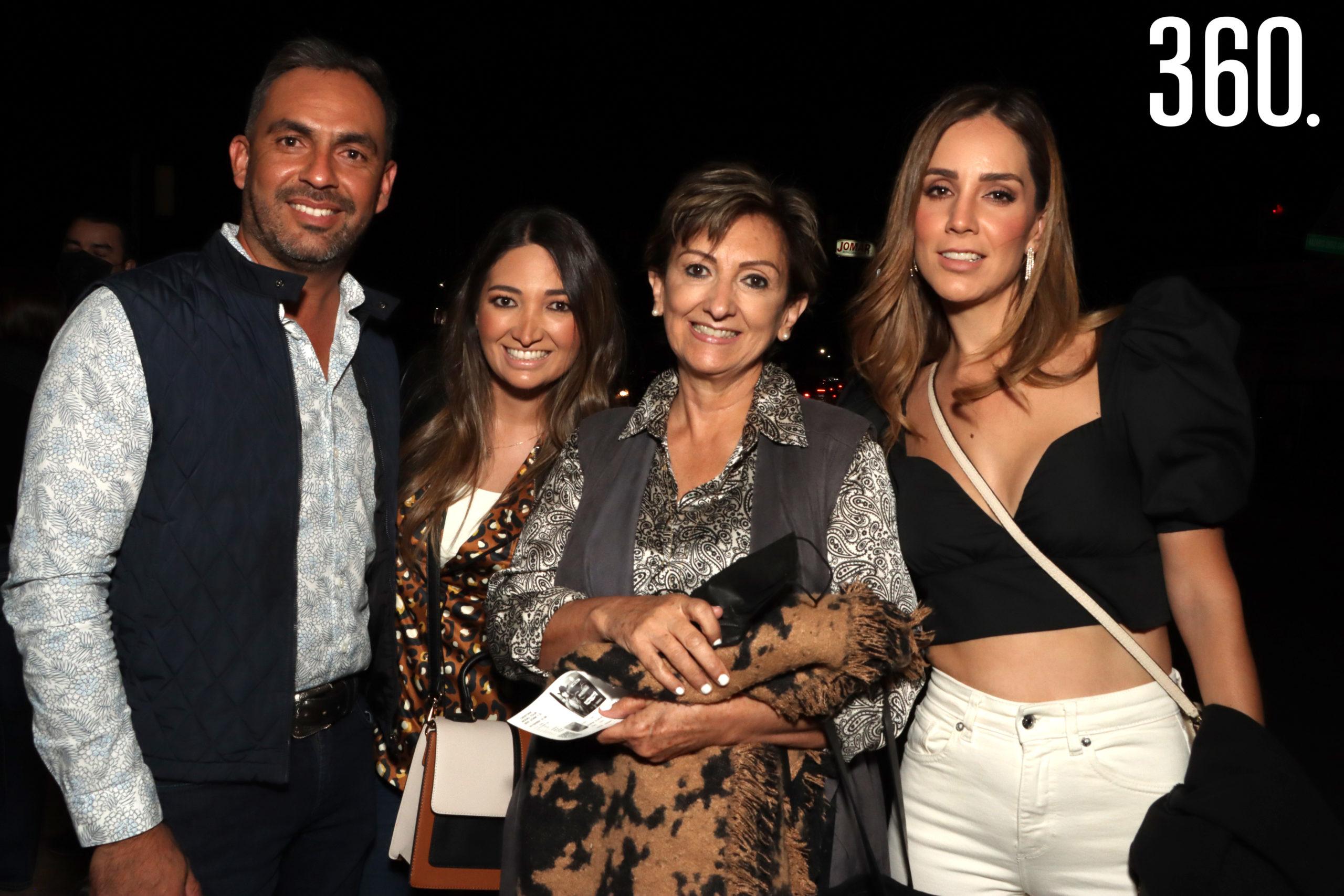 Heriberto Valdés, Pamela Arzamendi, Noris de Arzamendi y Lily González.