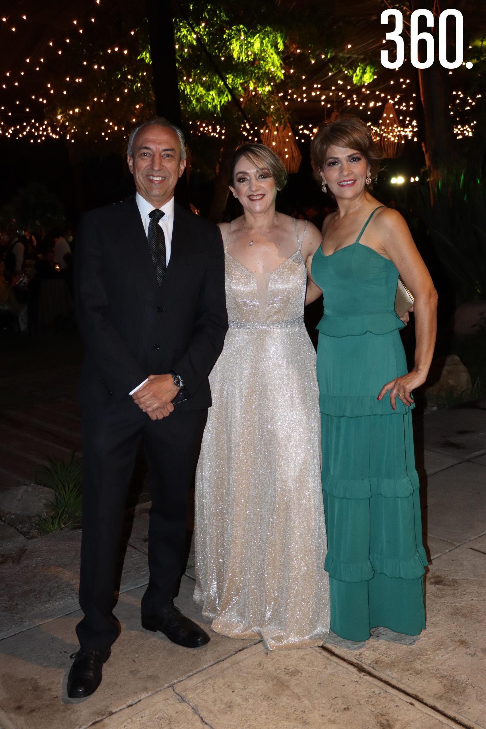Jesús Jiménez, Ángeles Mendoza e Ileana Ovalle.