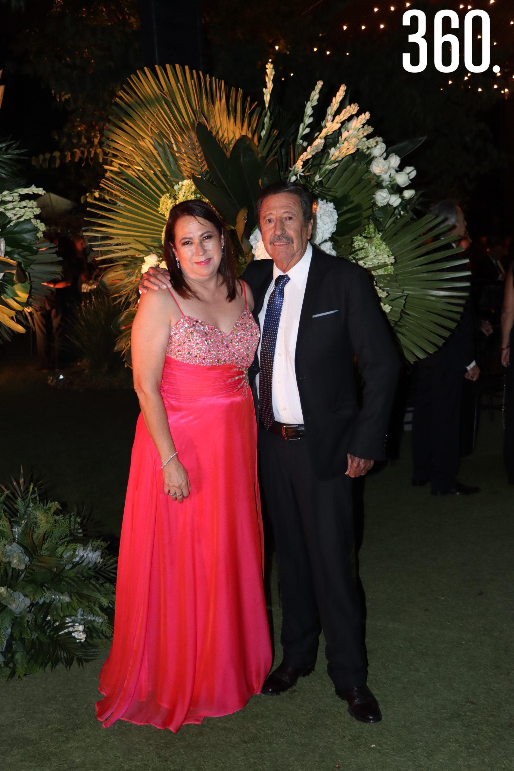 Ana Laura Martínez y Roberto Flores.