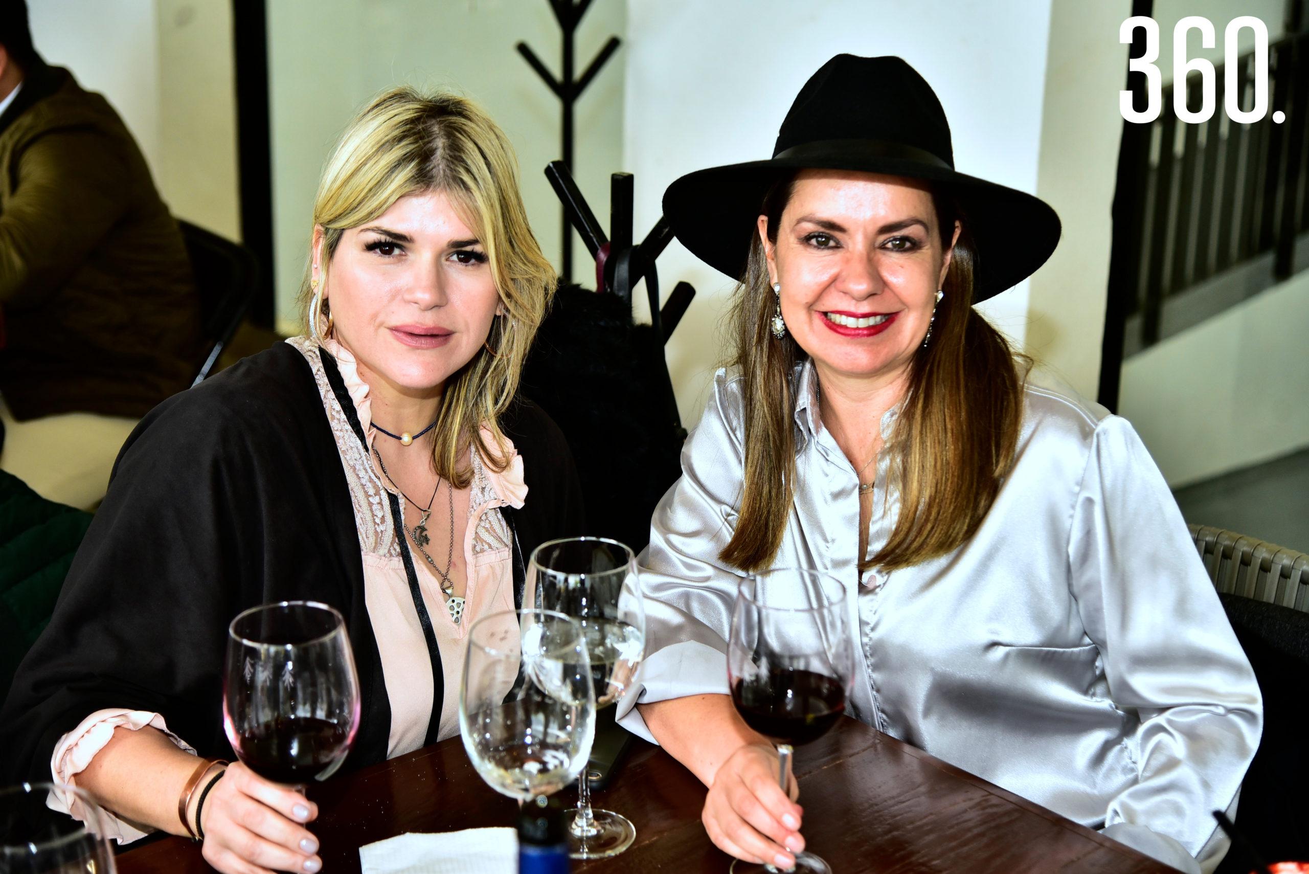 Gloria Dávila y Liliana Aguirre.
