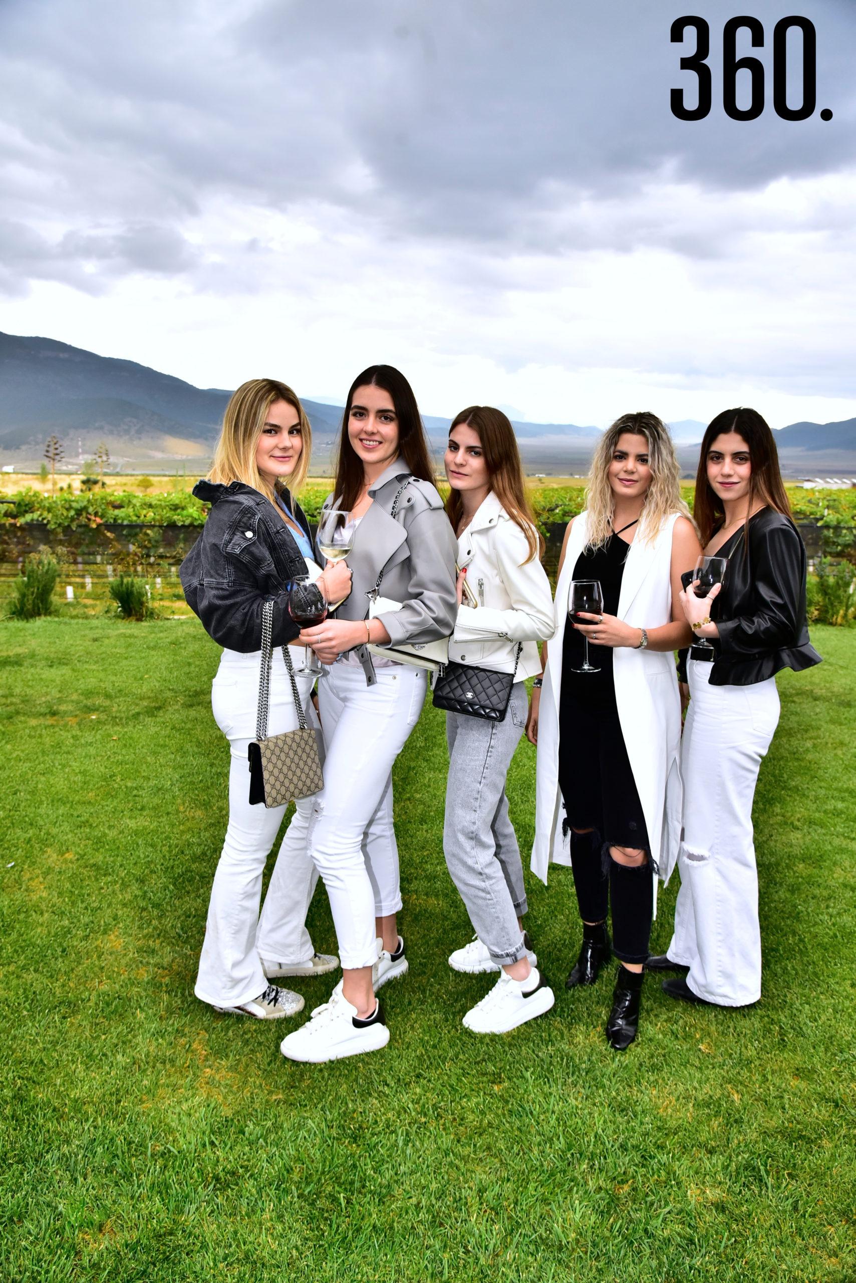 Sofía Collazo, Roberta García, Eugenia Rodríguez, Fabiana Llerena y María Villalobos.