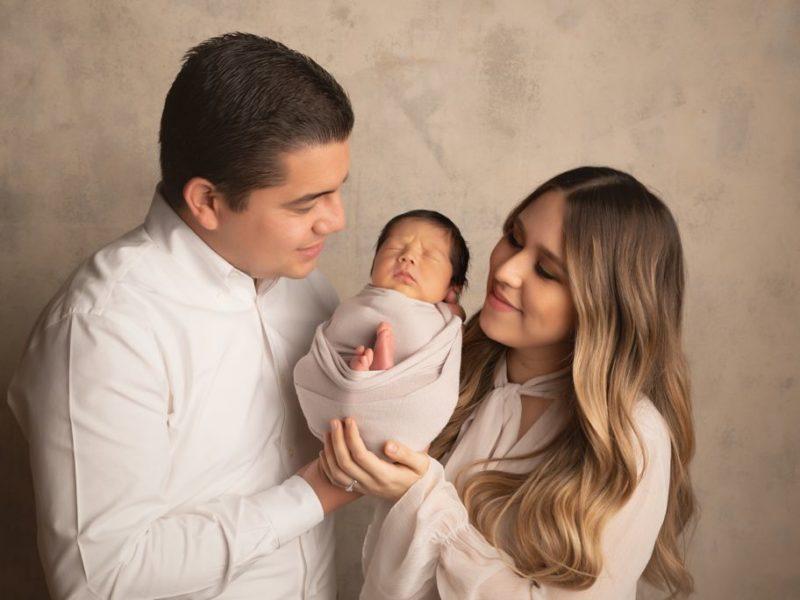 Diego Alejandro con sus papás.