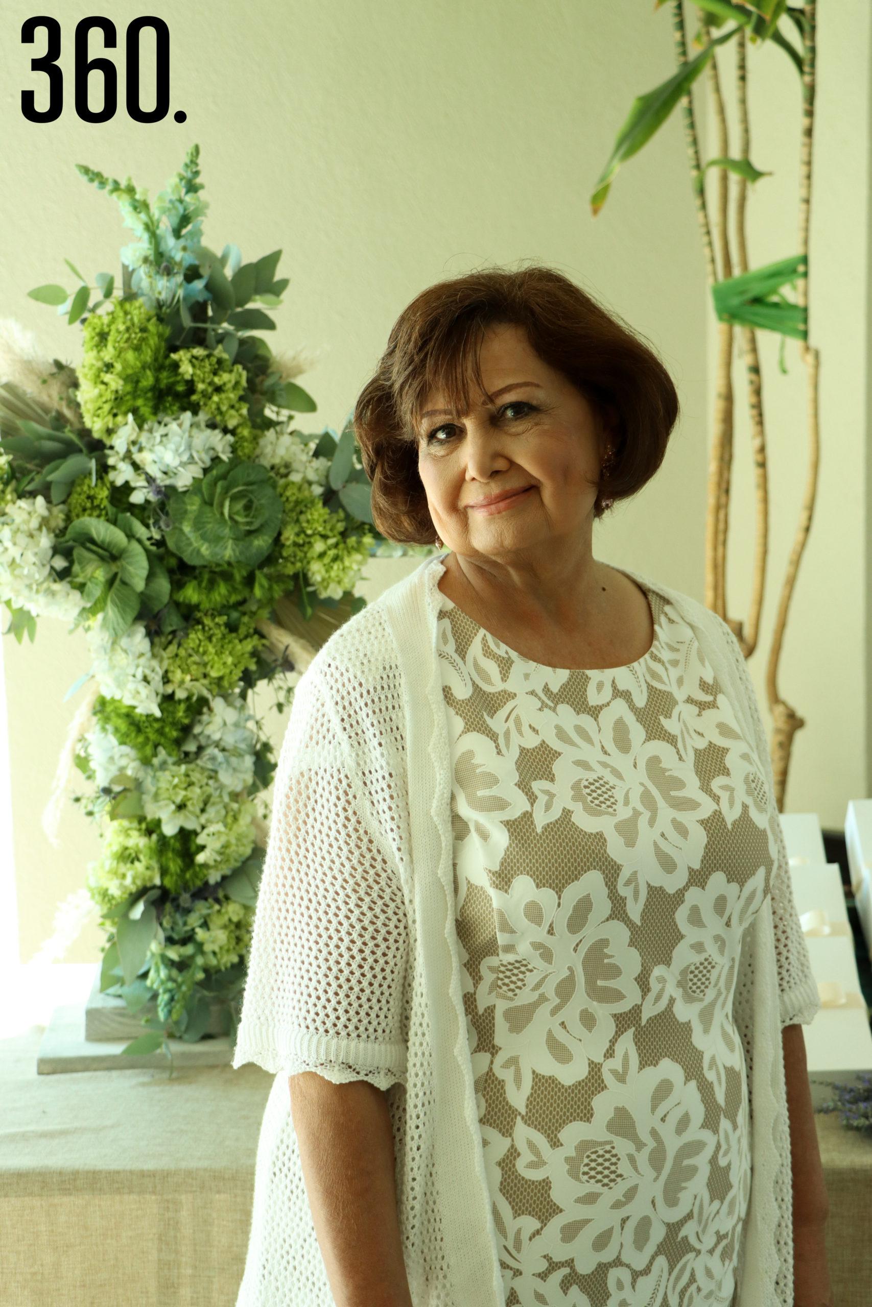 Gloria Yola Jiménez, abuela materna.