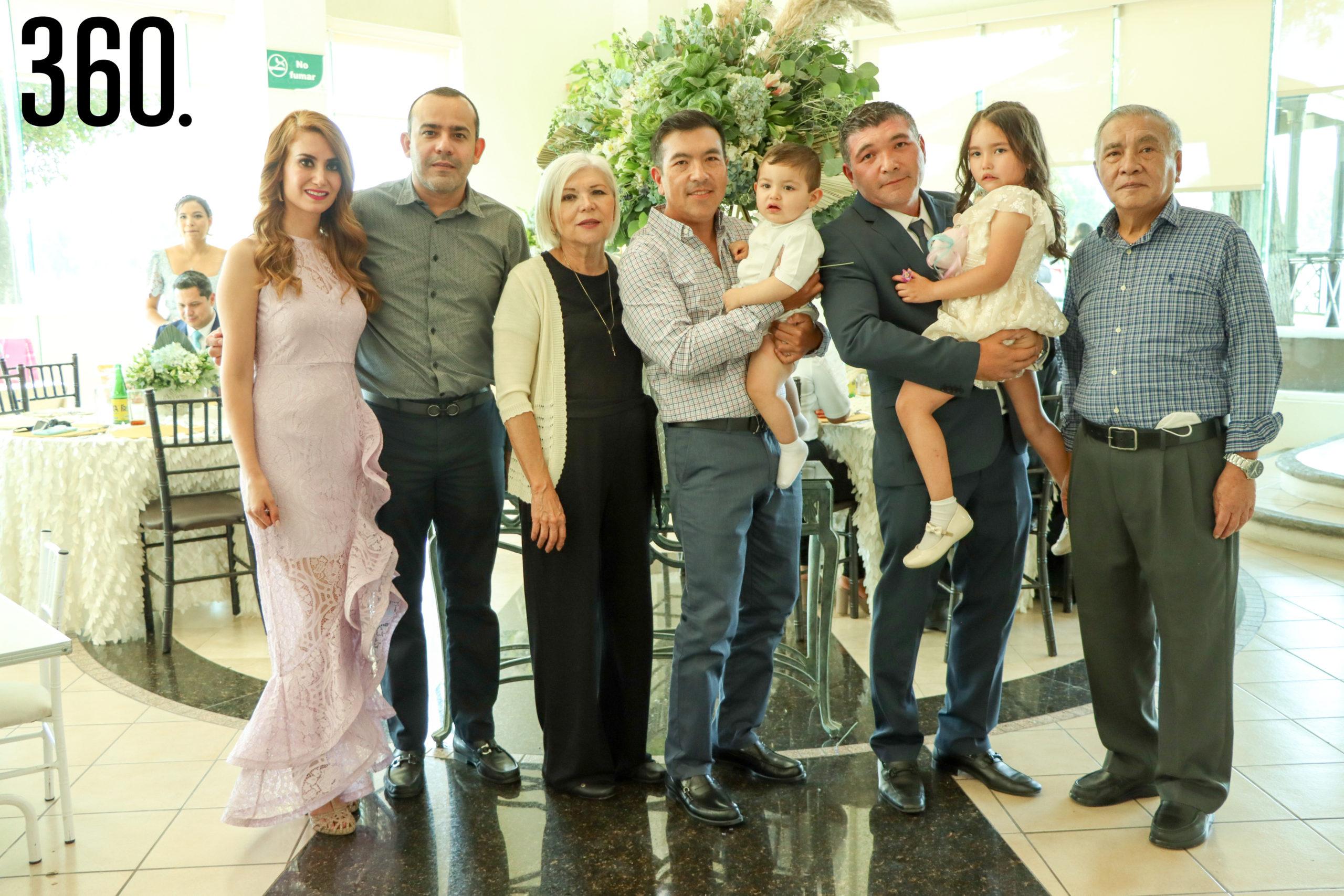 Ireri Vargas, Gaspar Acosta, Martha Ibarra, Jorge Woo, Carlos Arturo Woo, Carlos Woo, Eva Woo y Jorge Woo.