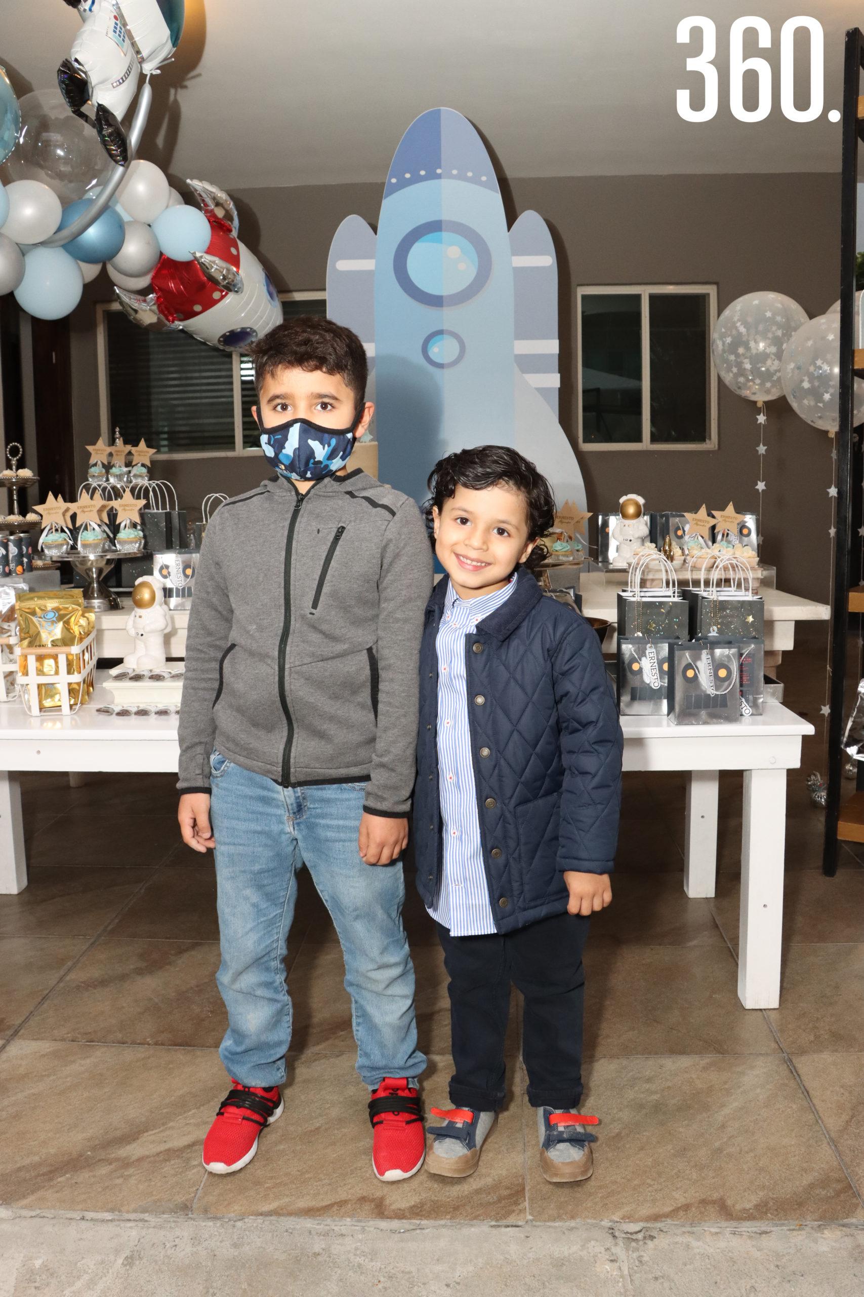 Max Torres con su amigo Ernesto Alejandro Neira.