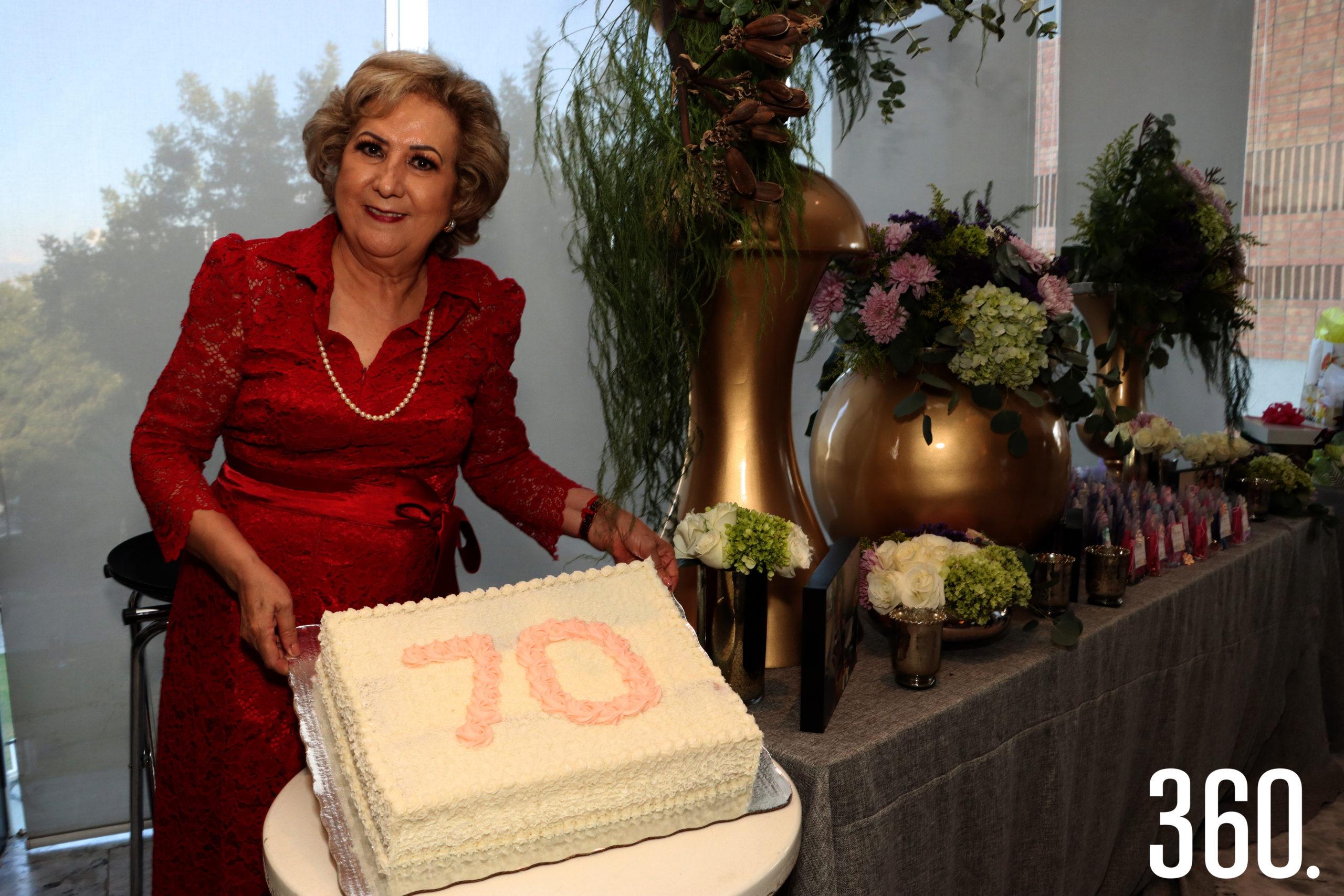 Mina Garza Recio celebró sus 70 años en la reunión que se efectúo en el salón de eventos de IL Mercato Gentiloni.