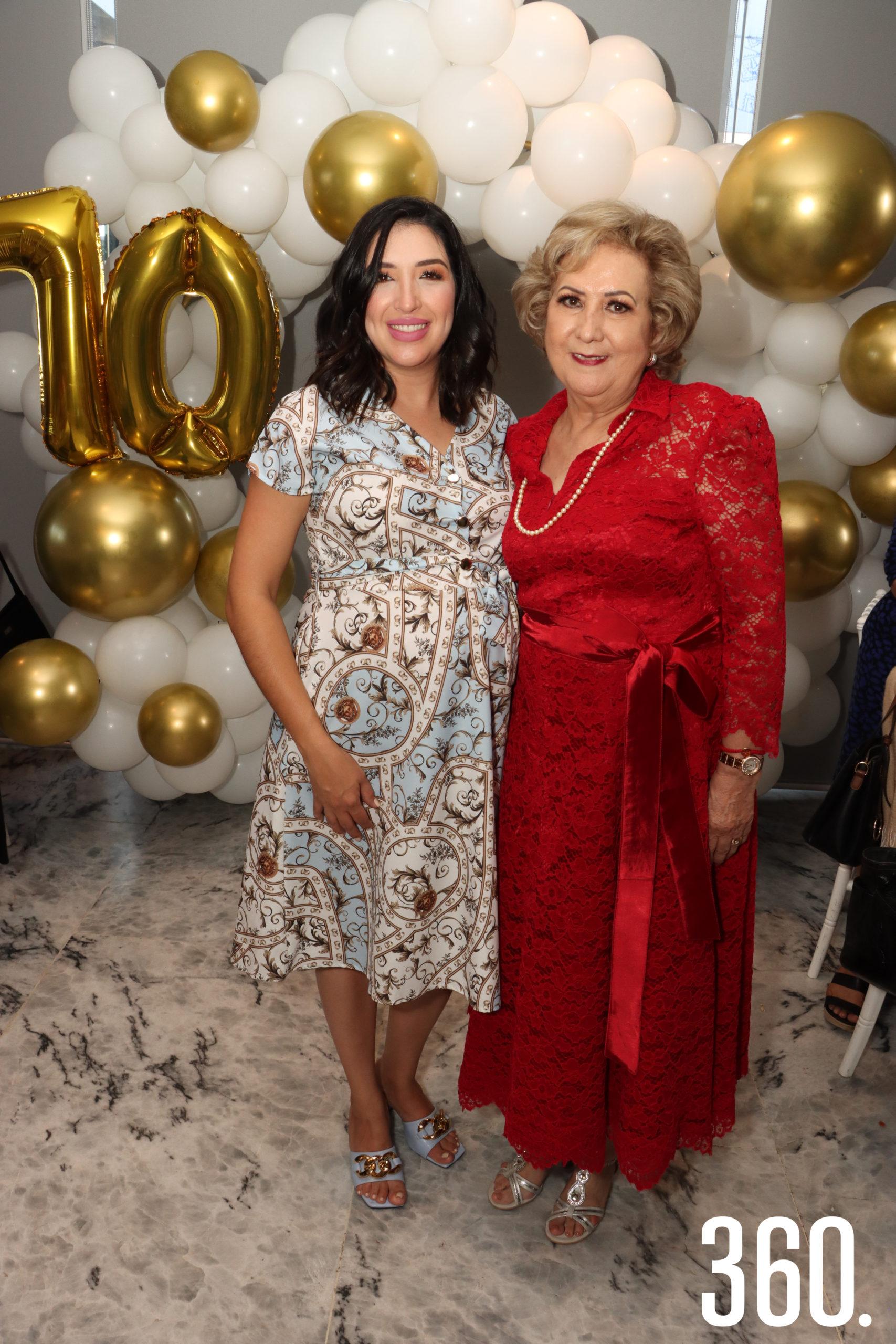 Margarita Treviño de López organizó el festejó para su suegra Mina Garza Recio por sus siete décadas de vida.