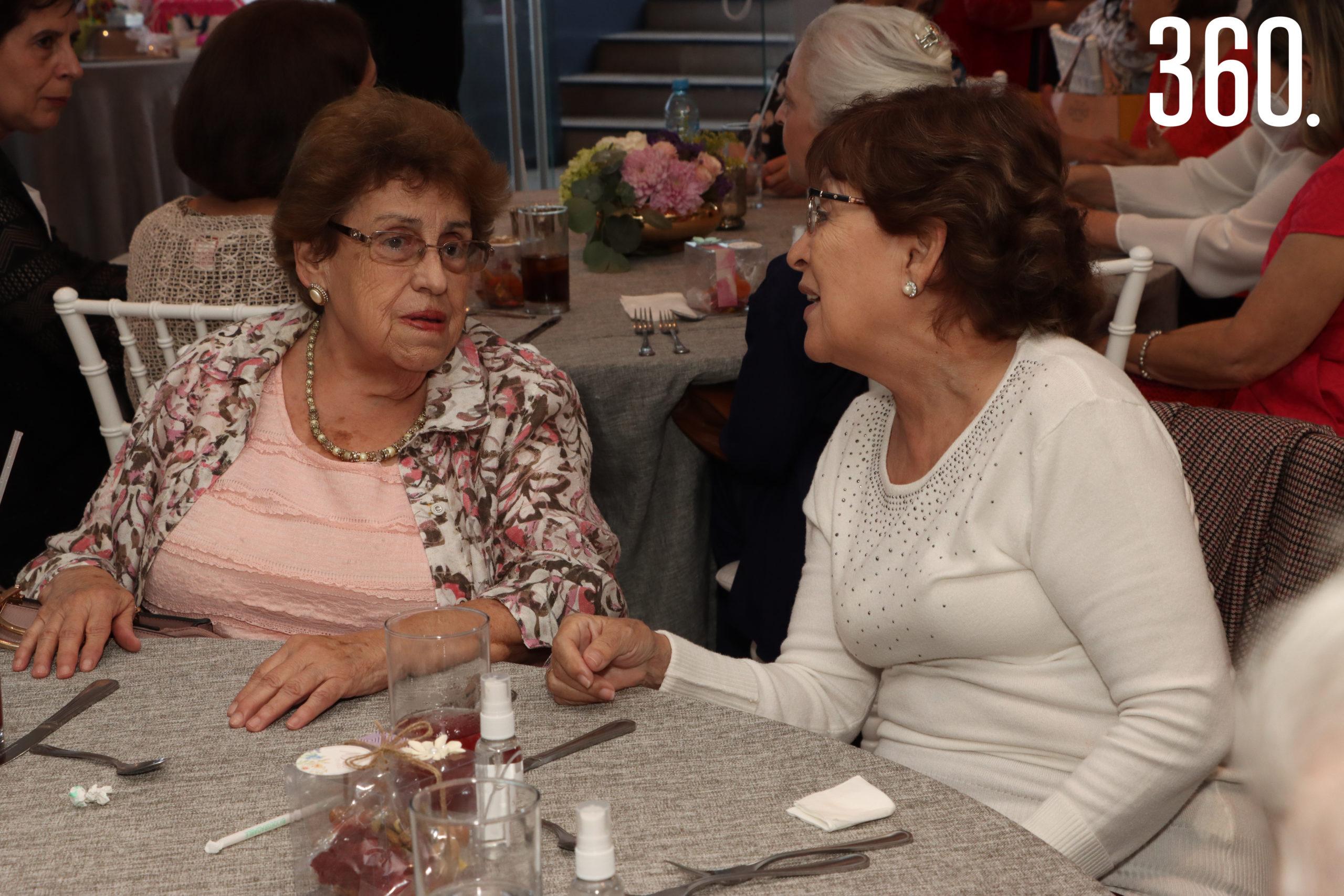 Socorrito González y Clara Soberón.