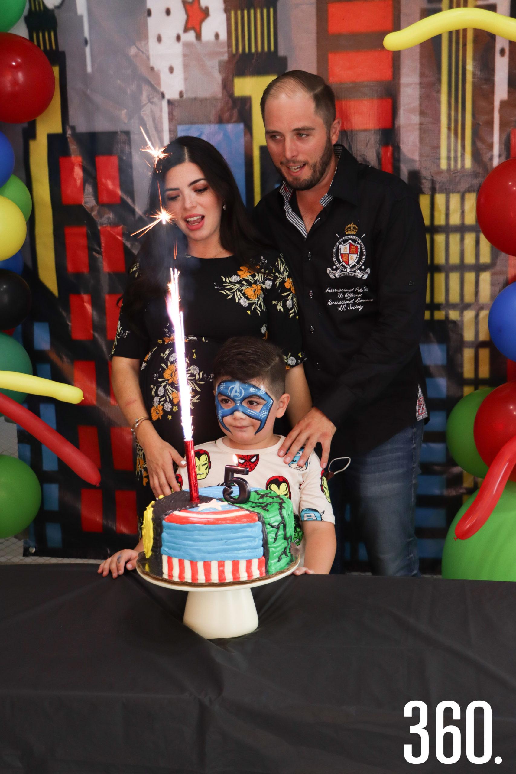 Humberto con sus padres, Olga Herrera y Humberto Villarreal.