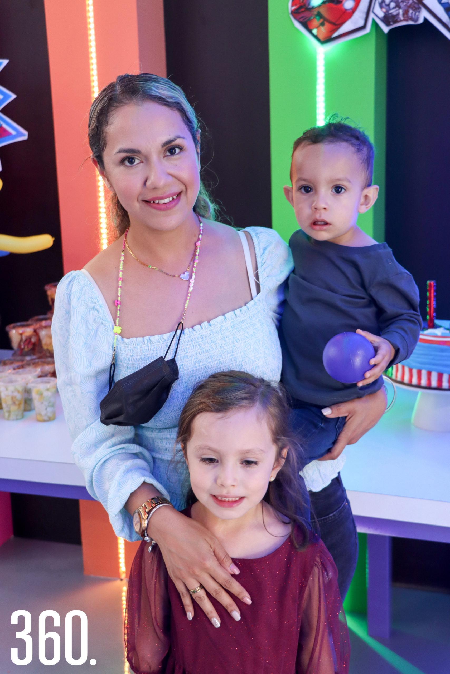 Daena Ruiz, Amaya y Fernando Martínez.