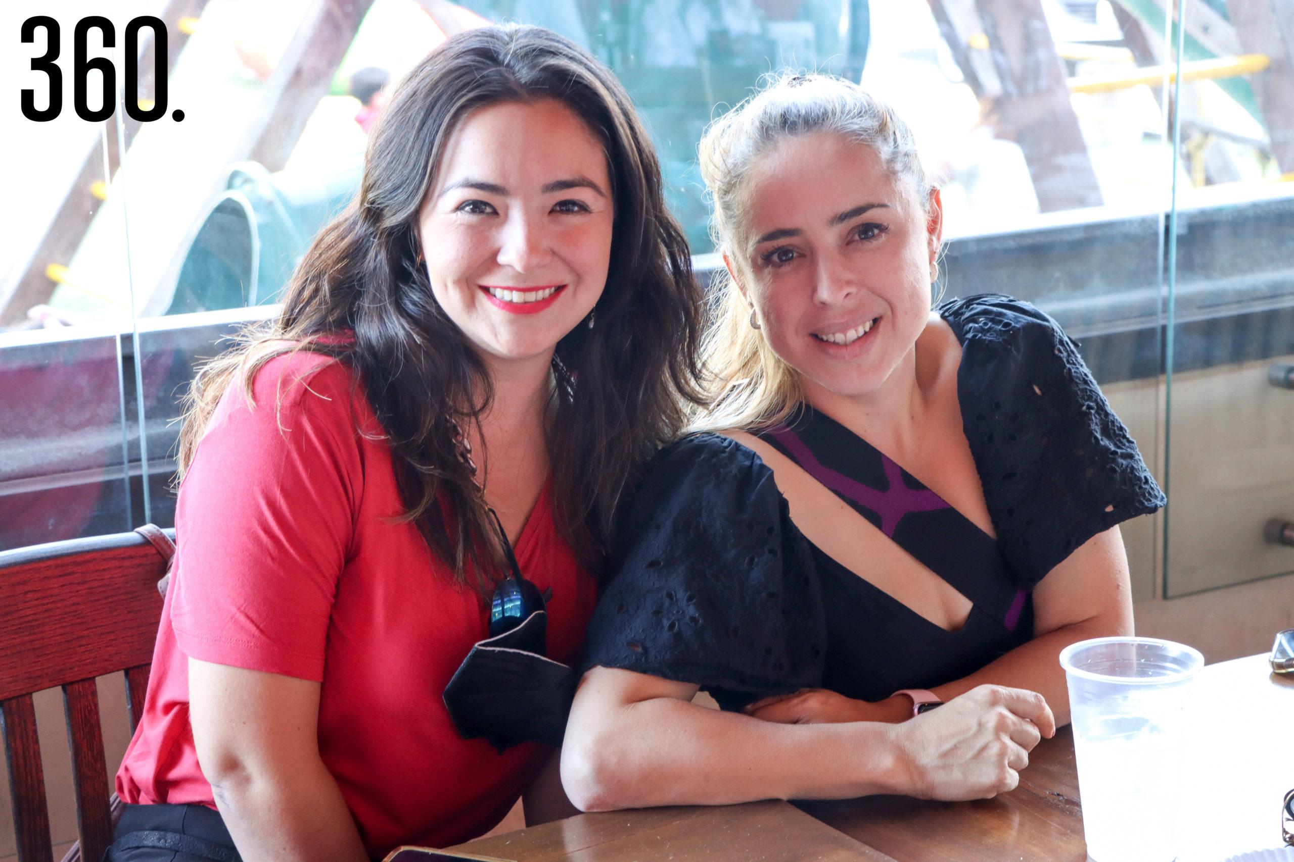 Adelia González y Faby Ferretiz.