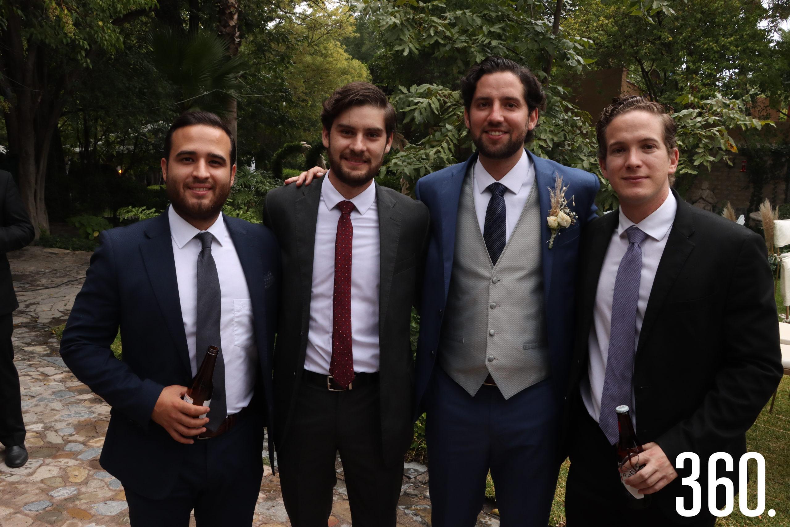 Ricardo Aguirre con sus amigos Armando Martínez, Rodrigo Herrera y Roberto Torres.
