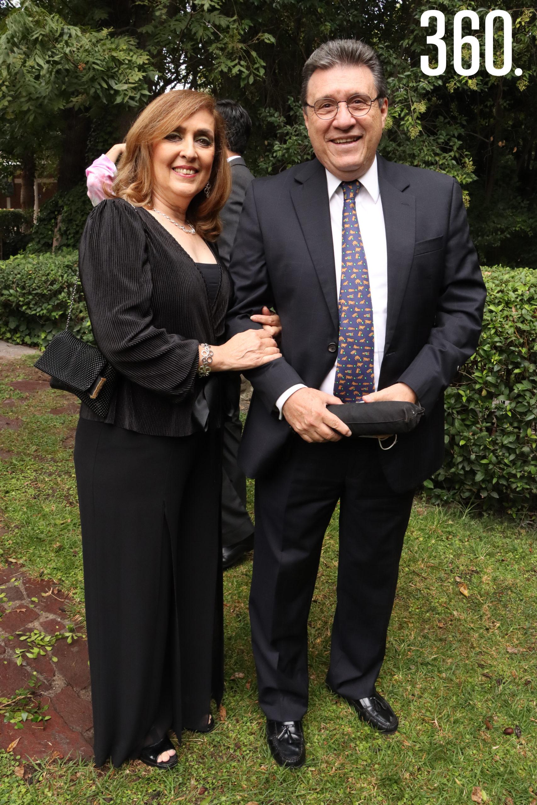 Angélica Martínez y Carlos Aldape.