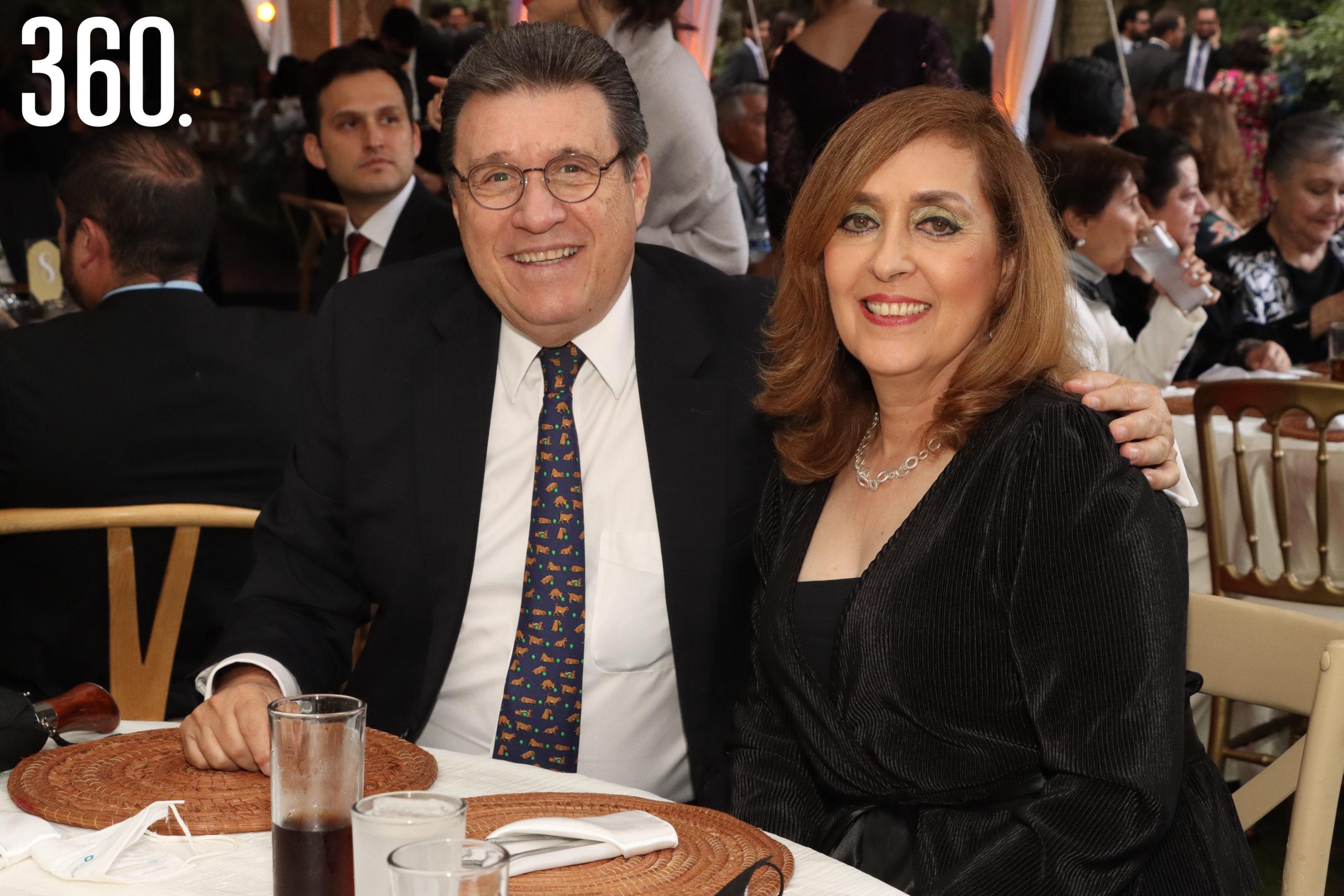 Carlos Aldape y Angélica Martínez.