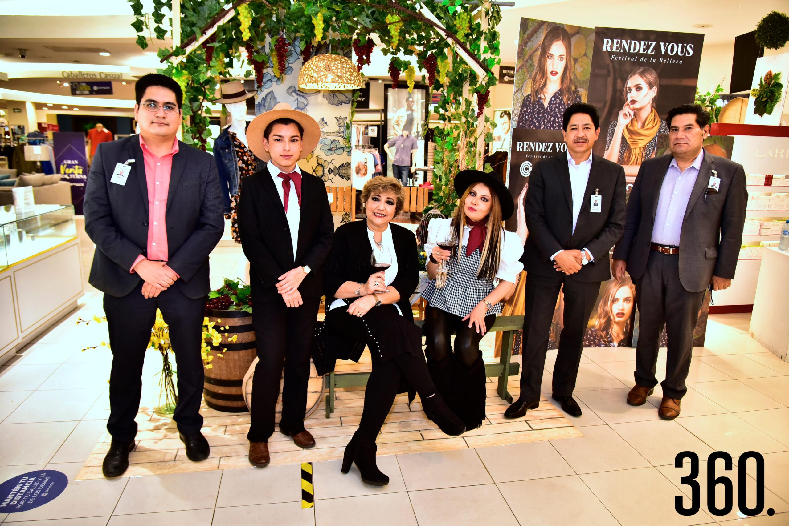 Roberto Loyola, Emanuel Delgado, Cuquis Ballesteros, Hilda Rodríguez, Antonio Flores y Martín Reyna.