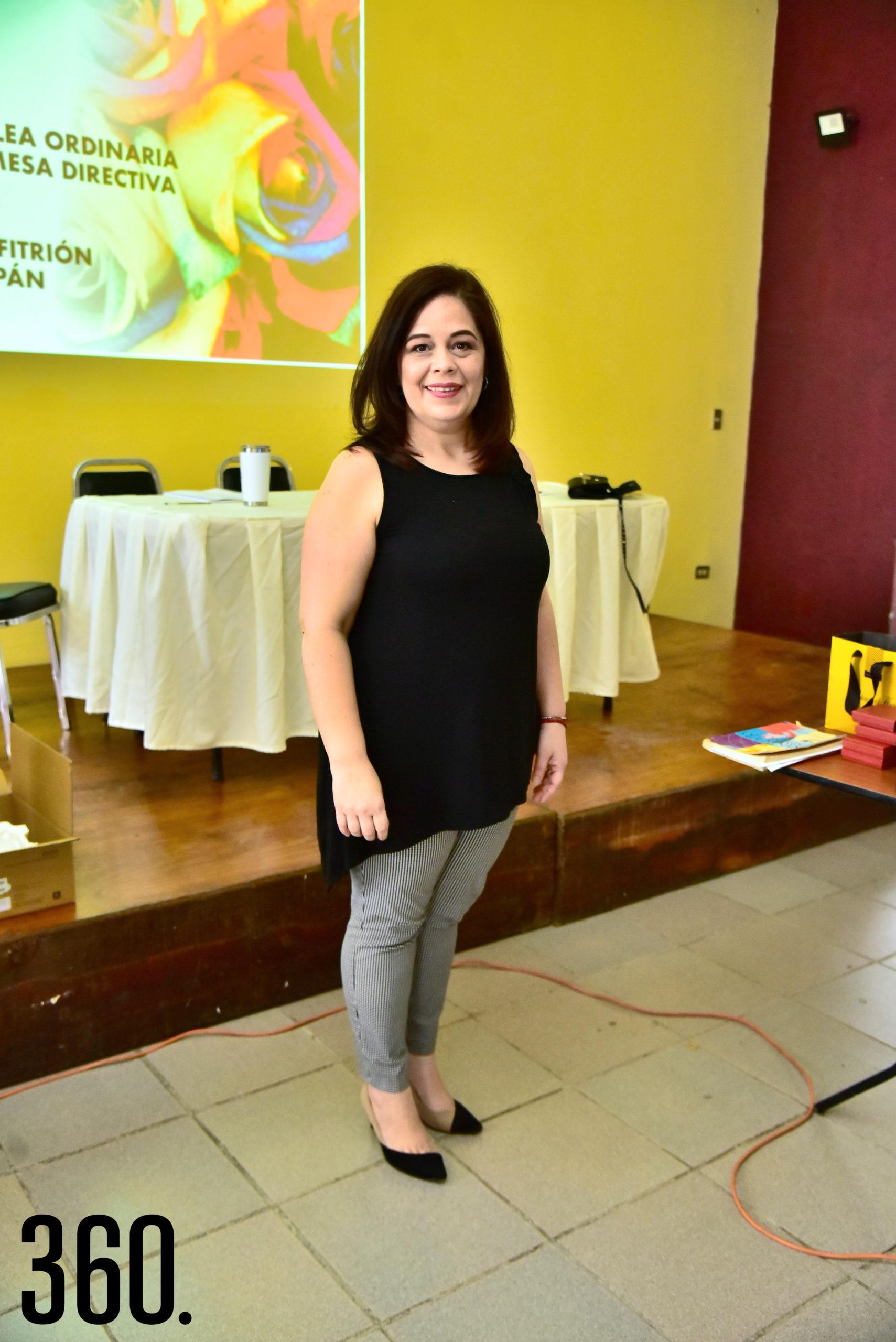 """Lic. Marisela Quiroga presento su conferencia llamada """"Teoría del color""""."""