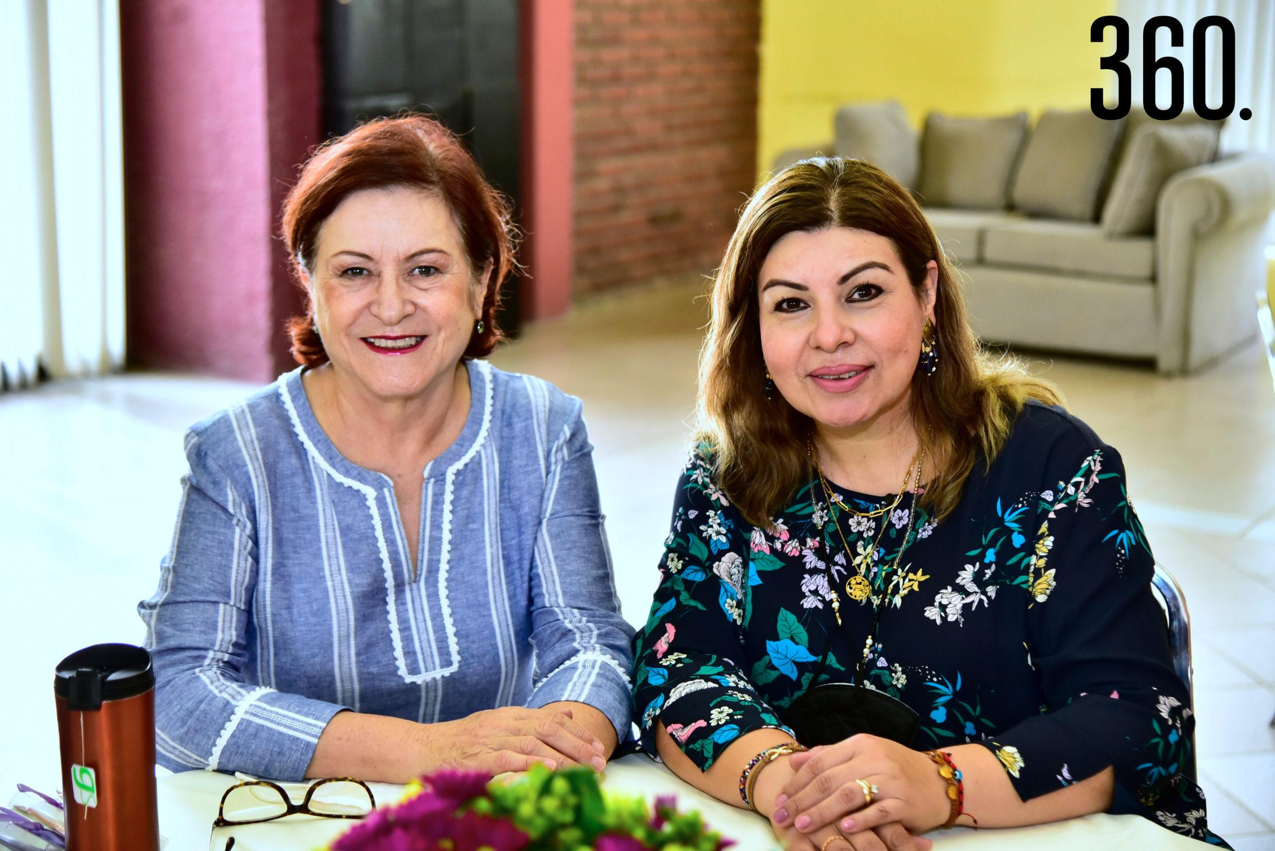 Yolanda Flores de García y Lili Zavala.
